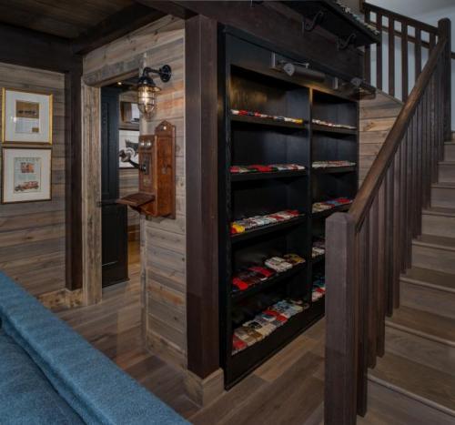 elaine-keiser-garage-stairway