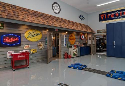 elaine-keiser-garage-workspace